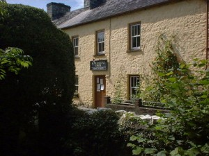 Cwmdu Inn and shop
